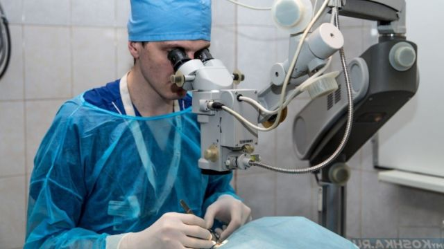 Хирург за операцией