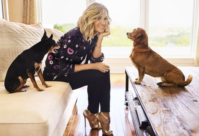 Женщина с собаками